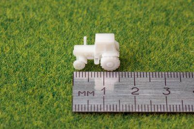 Трактор в масштабе 1:250